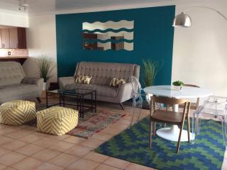 Downtown 2 BR. Spacious and Comfy!, Palm Springs