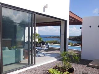 Caribbean Modern Ocean Front Villa, Crochu