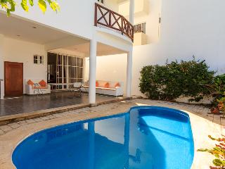 Private house with private pool Best Location!
