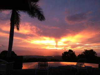 Elegant Maile Estate Quite O/View, Peacefull, Pool, Kailua-Kona