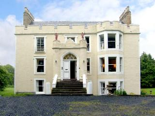 TWEED APARTMENT, PRESS CASTLE, romantic, character holiday cottage, with a