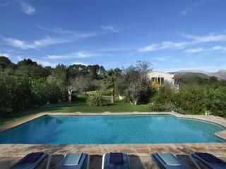 SON JORDÀ, Lovely and spacious villa with big pool