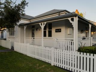 Charlton House B&B -  Wallsend, Newcastle, NSW, Glendale