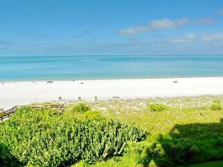 Beachfront gem of a condo w/ spellbinding views, Isla Marco