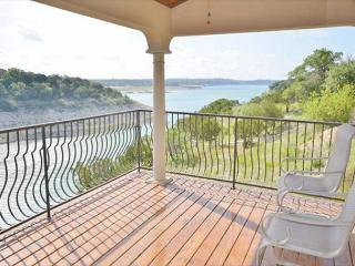 Shiraz Haus: Lakefront Villa on Vineyard—45 Mins from Downtown Austin