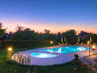 Villa Joanna - Large Pool & 3 km from the Beach, Prinos