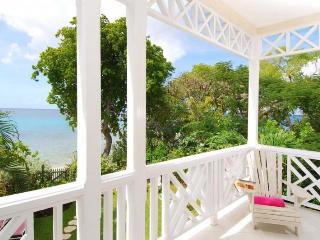 Classic 3 bedroom townhouse, with beautiful views of the ocean. Ocean views and dining, Paynes Bay