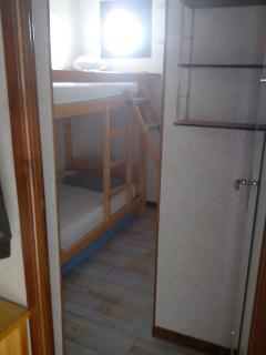 Cabine avec fenêtre, deux lits superposées en 90, TV