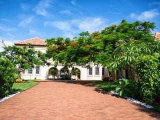 Magnificent 6 bedroom, three storey luxury villa-Large boat dock-Gym-Heated saltwater pool & spa, Saint James City