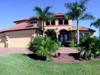 Brand new 3 bedroom 3 bathroom Cape Coral villa with a beautiful pool with wonderful views and easy access to the Golf, Saint James City