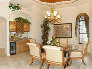 Beautiful luxury villa overlooks waterway-Boats dock-4 bedrooms-Pet friendly- Water features pool, Matlacha
