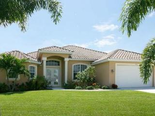 Elegant 3 bedroom Cape Coral vacation home- Pet friendly- Stunning large pool- Amazing kitchen, Matlacha