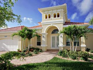 4 bedroom gorgeous vacation rental- Private pool & spa- Sail boat & Ocean access- Beautiful views, Cape Coral