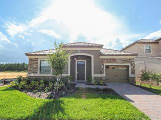 4 bedroom - BRAND NEW - Championsgate villa - 6 miles from Disney - Private pool & Games room, Loughman