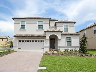 Sophisticated 8 bedroom vacation home- Professionally decorated- Games room- Large pool, Loughman