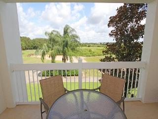 Perfect for families- Homely 2nd floor luxury condo- superb 3 bedrooms- Balcony- Close to Disney, Loughman