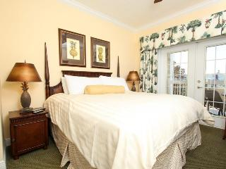 Beautiful Family Condo - Golf Views, near Disney!, Loughman