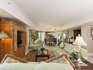 Fantastic 8th floor condo with 2 bedrooms and 2 bathrooms and beautiful furnishings though out, Reunion