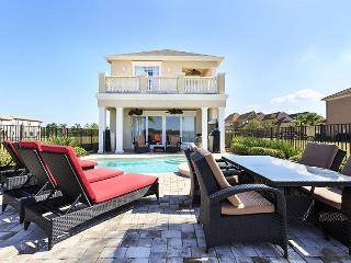 5 Bedroom 4.5 bath with water views, private pool and games room, Reunion