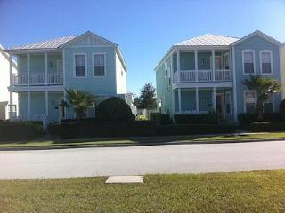 2 fantastic side-by-side 4 bedroom homes. Just 5.5 miles from Disney, 2 pools, Loughman