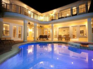 Luxury 6 Bedroom + Den, games room, private pool and spa plus spectacular Golf View, Reunión