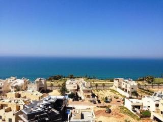 Breath Taking Sea View with swimming pool, Netanya