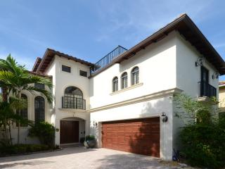 5 BR luxury estate w/ private pool near Las Olas, Fort Lauderdale