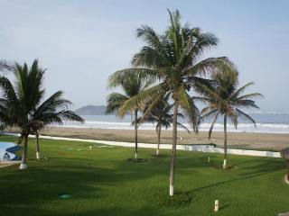 1800sf Beachfront villa Playa Blanca Zihuatanejo