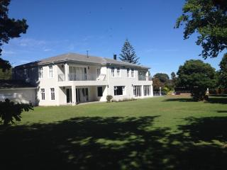 Spacious Country Home, Cape Town Central