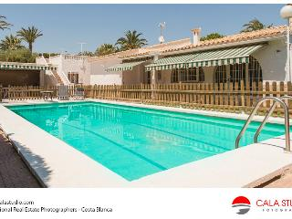 Stylish Villa with Pool, Bodega and Private Pool, Campello
