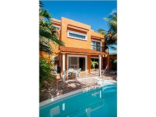 Large 3 story home with charming Mexican decor, private pool & garden, Puerto Morelos