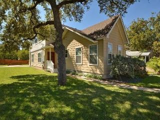 3BR/3BA Stylish, Upscale, South of Downtown Austin House, Sleeps 8
