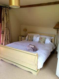 The 5-foot double bedroom
