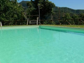 Casa Merico, casa eco-fattoria con piscina privata, Corfino