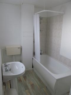 En-suite to bedrooms 4 & 5