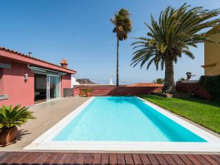 LUXURY VILLA WITH HEATED PRIVATE POOL, Telde