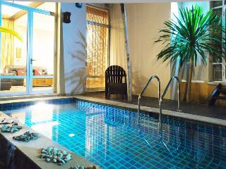 Jomtien Beach Deluxe Villa sleeps 4, Pattaya