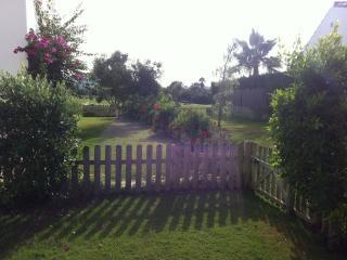 Precioso bajo con jardín en Costa Ballena