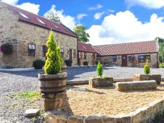 THE COW BYRE, pet-friendly, country holiday cottage, with a garden in Lingdale