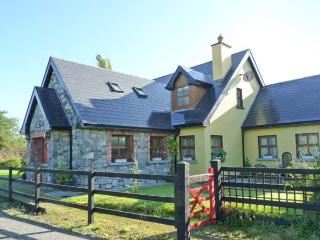 GREANEYS GATES, converted railway cottage, en-suites, open fire, walks and cycle
