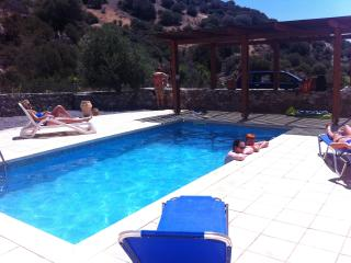 Terracotta Villa with private pool & quiet setting, Keratokampos