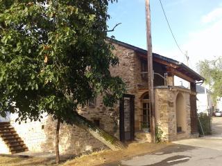 Casa con jardin grande, pueblo pequeno, Leon