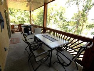 3 BR 2 Bath Lakefront Condo &  NETFLIX, can join with A-2 for a 6 BR, 4 Bath