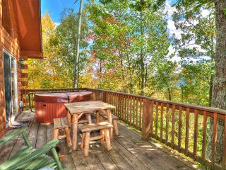 Golf? Cycling? Hiking? What's on your mind? 2/2 Log Cabin Fire pit Deck Views!, Maggie Valley