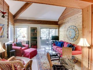 Cozy condo w/ mountain views, shared hot tub, pool & more - nearby ski access!, Sun Valley