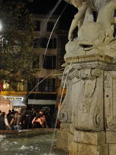The fountain at Place Carnot evening time, enjoy the atmosphere in one of the many cafés/bars