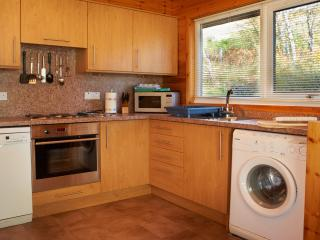 Fully fitted kitchen with Hob, Oven, Fridge, Freezer, Microwave, Dishwasher and Washer / Dryer
