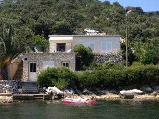Villa Daniva, Okuklje