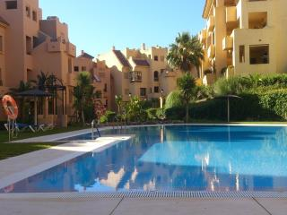 Duquesa Village 2 bedroom Apartment (Sleeps 5), Puerto de la Duquesa