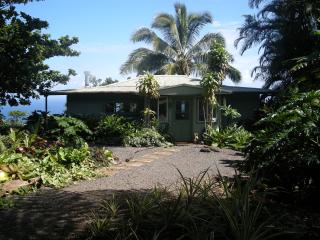 Tropical Paradise Ocean View Cottage Solar Powered, Hana